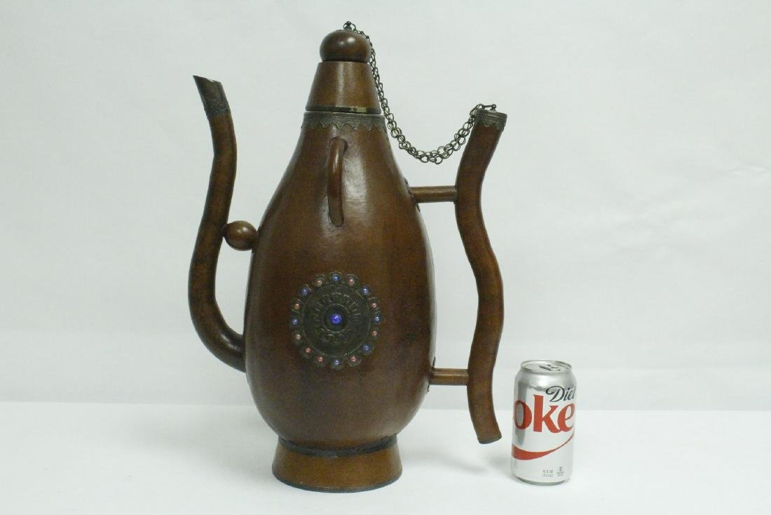 A large gourd wine server