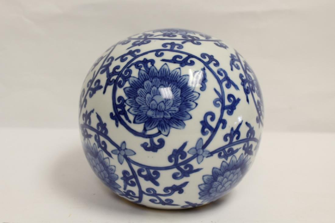 A Chinese b&w porcelain globe, possible a lamp shade - 3