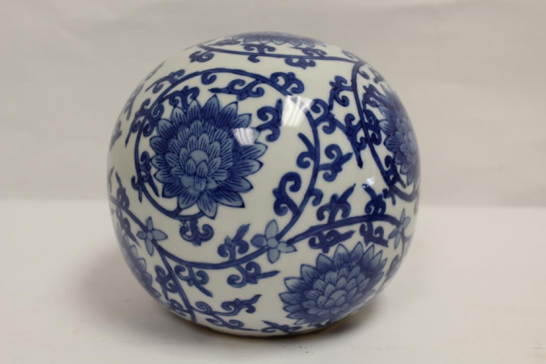 A Chinese b&w porcelain globe, possible a lamp shade - 4