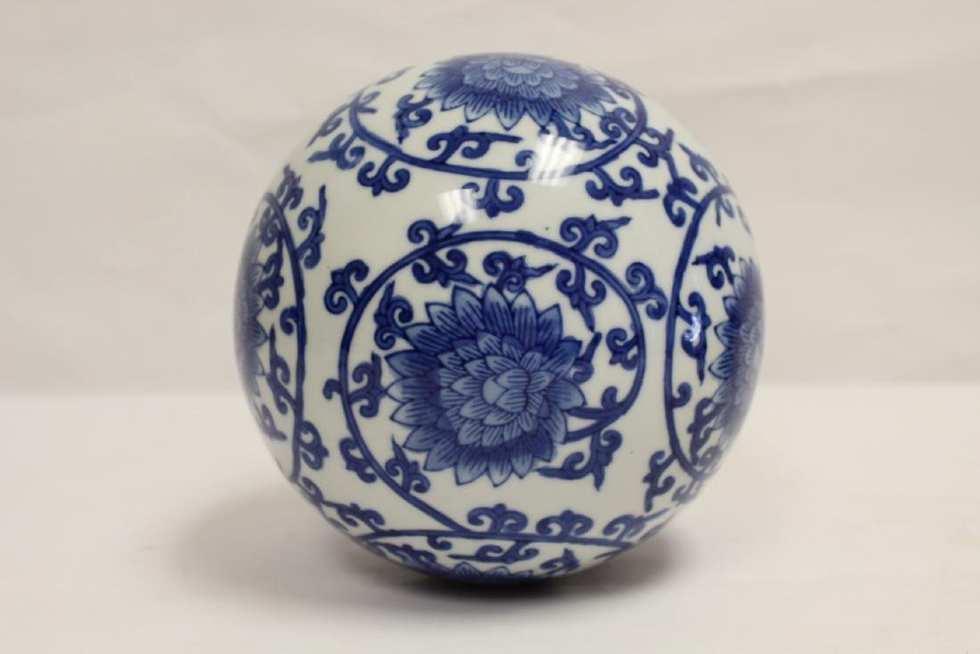 A Chinese b&w porcelain globe, possible a lamp shade - 5
