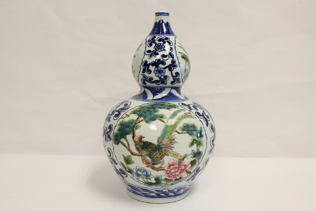 Chinese wucai gourd shape vase