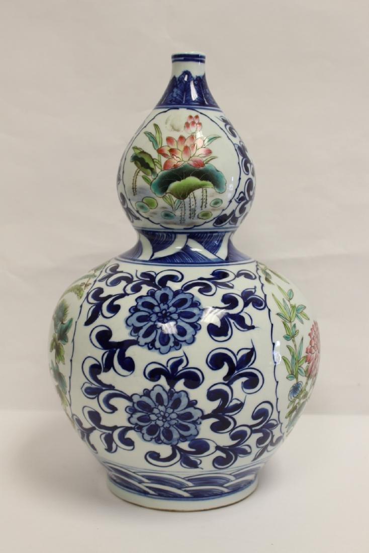 Chinese wucai gourd shape vase - 2