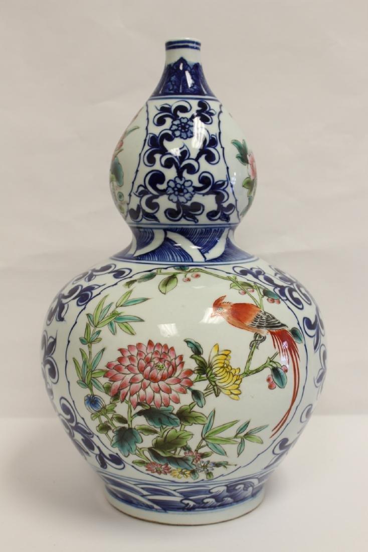 Chinese wucai gourd shape vase - 3