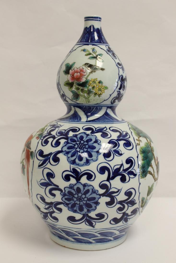 Chinese wucai gourd shape vase - 4