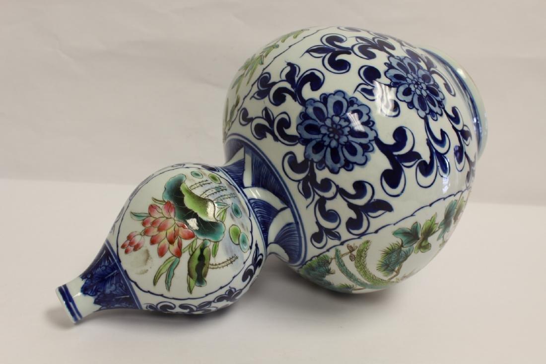 Chinese wucai gourd shape vase - 9