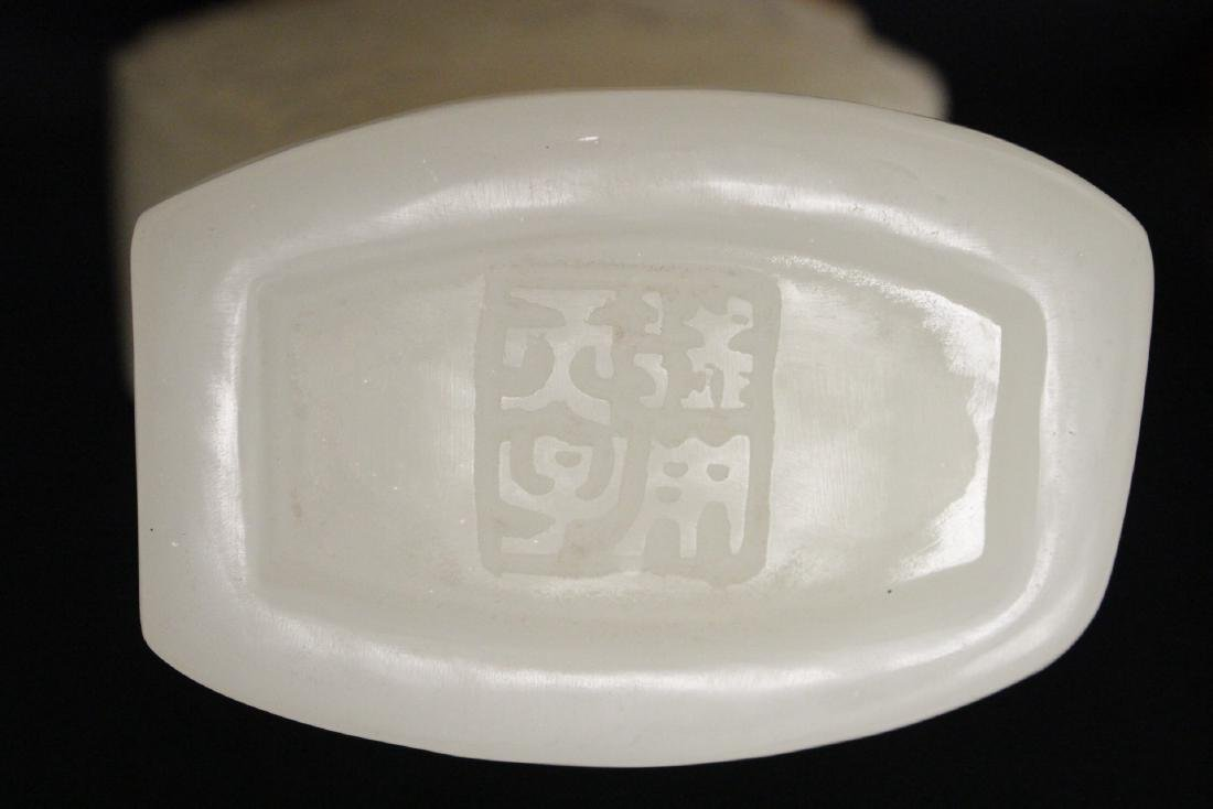 A beautiful Chinese white Peking glass covered vase - 10