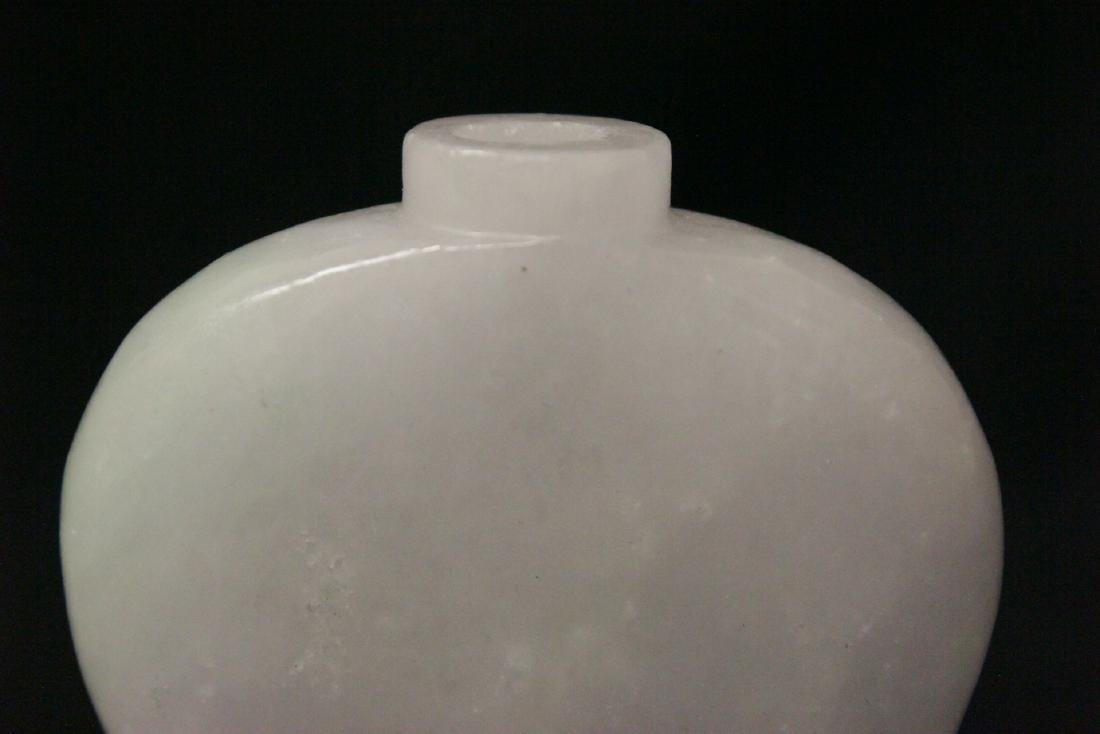A fine Chinese white jade carved snuff bottle - 7