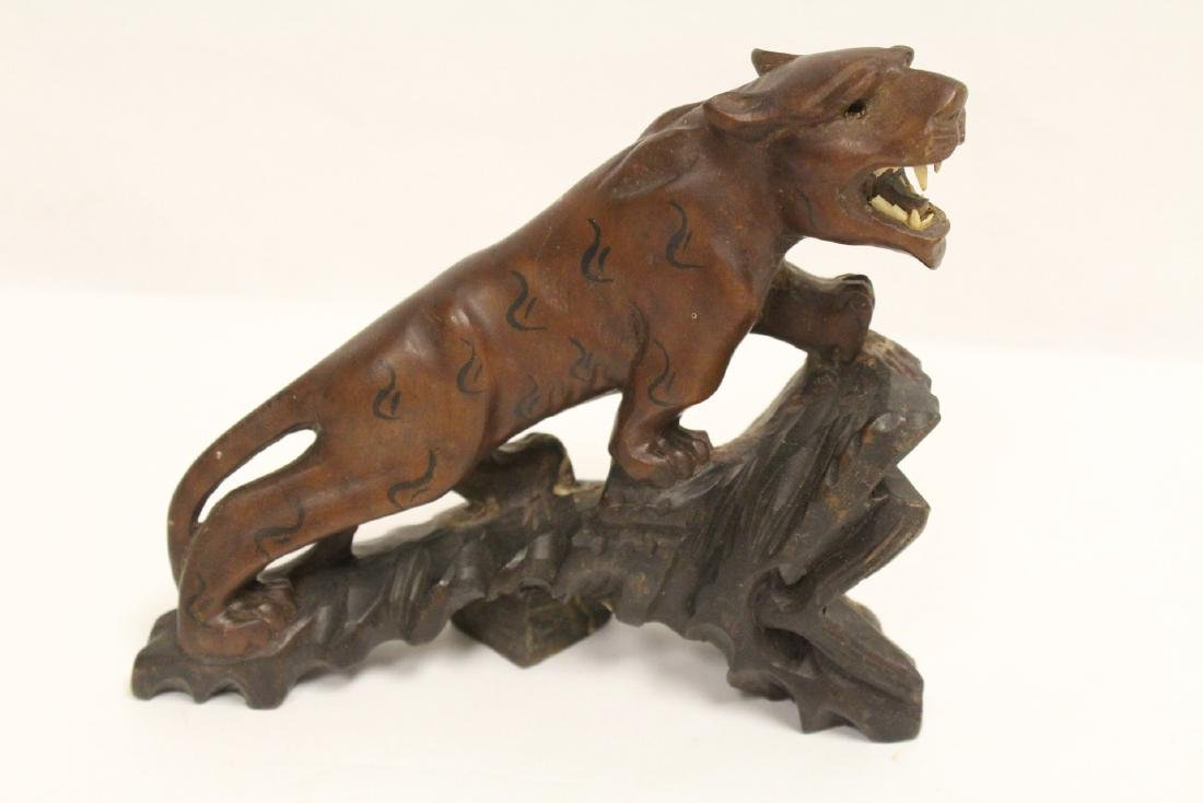 2 fine Chinese wood carved tigers - 9