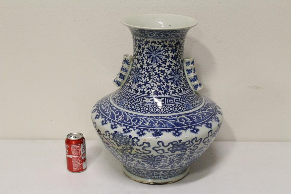 large Chinese antique blue and white porcelain jar