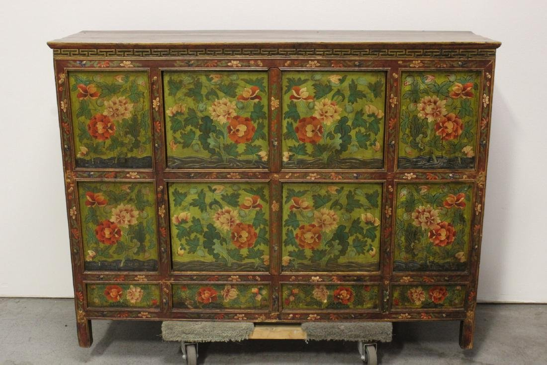 A beautiful Chinese 18th/19th century cabinet
