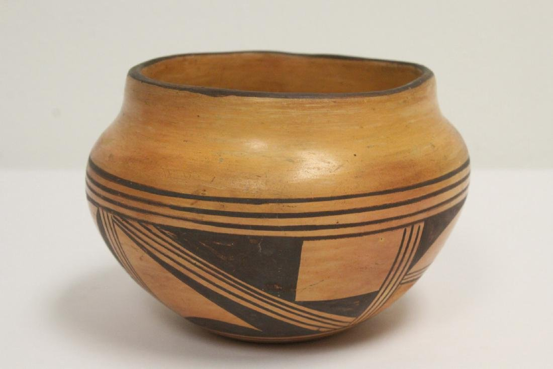 Antique American Indian pottery jar - 2