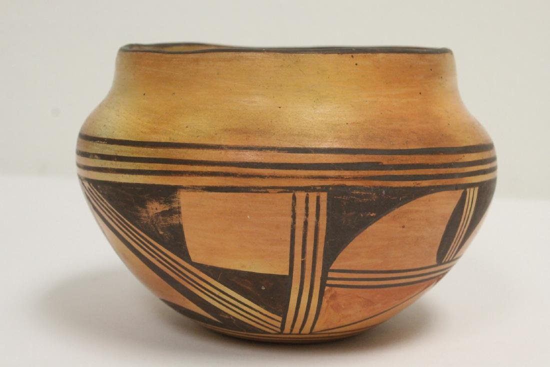Antique American Indian pottery jar - 3