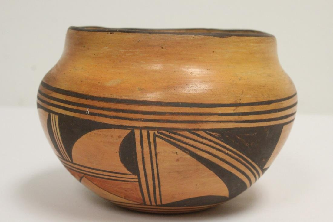 Antique American Indian pottery jar - 4