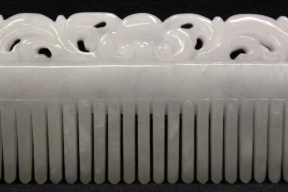 A translucent white jadeite carved comb - 10