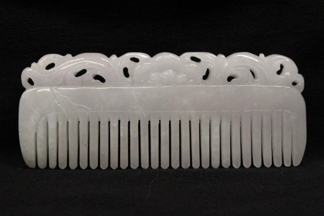 A translucent white jadeite carved comb