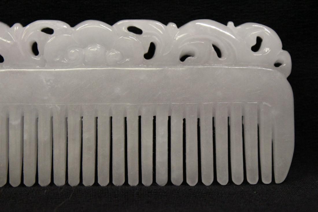 A translucent white jadeite carved comb - 3