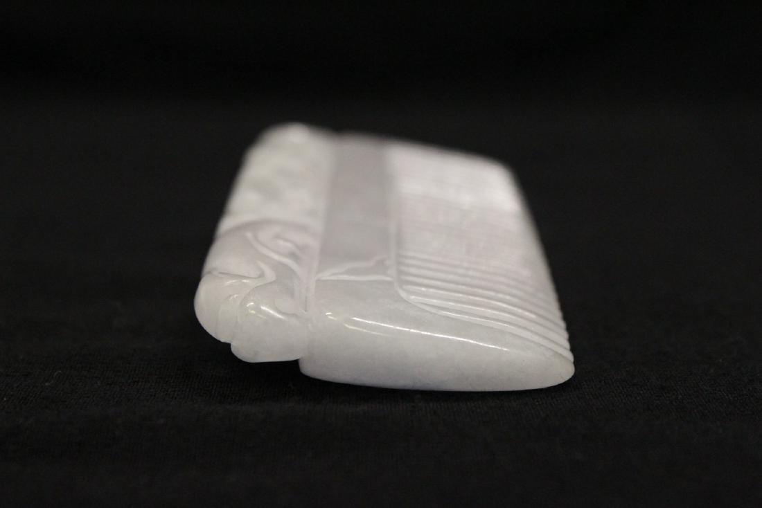 A translucent white jadeite carved comb - 6