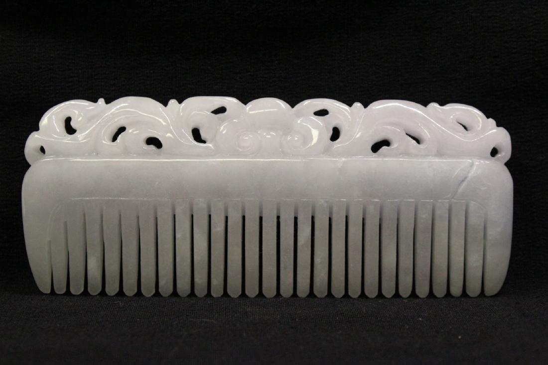 A translucent white jadeite carved comb - 7