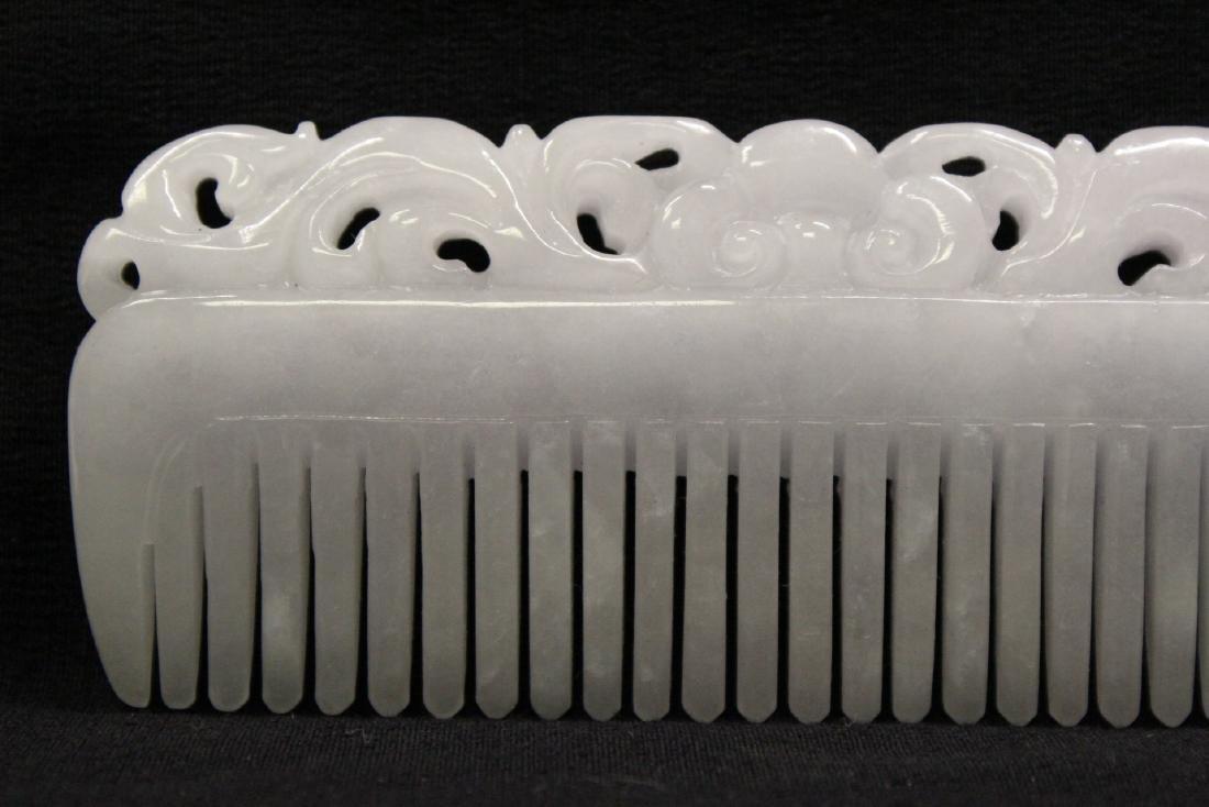A translucent white jadeite carved comb - 8