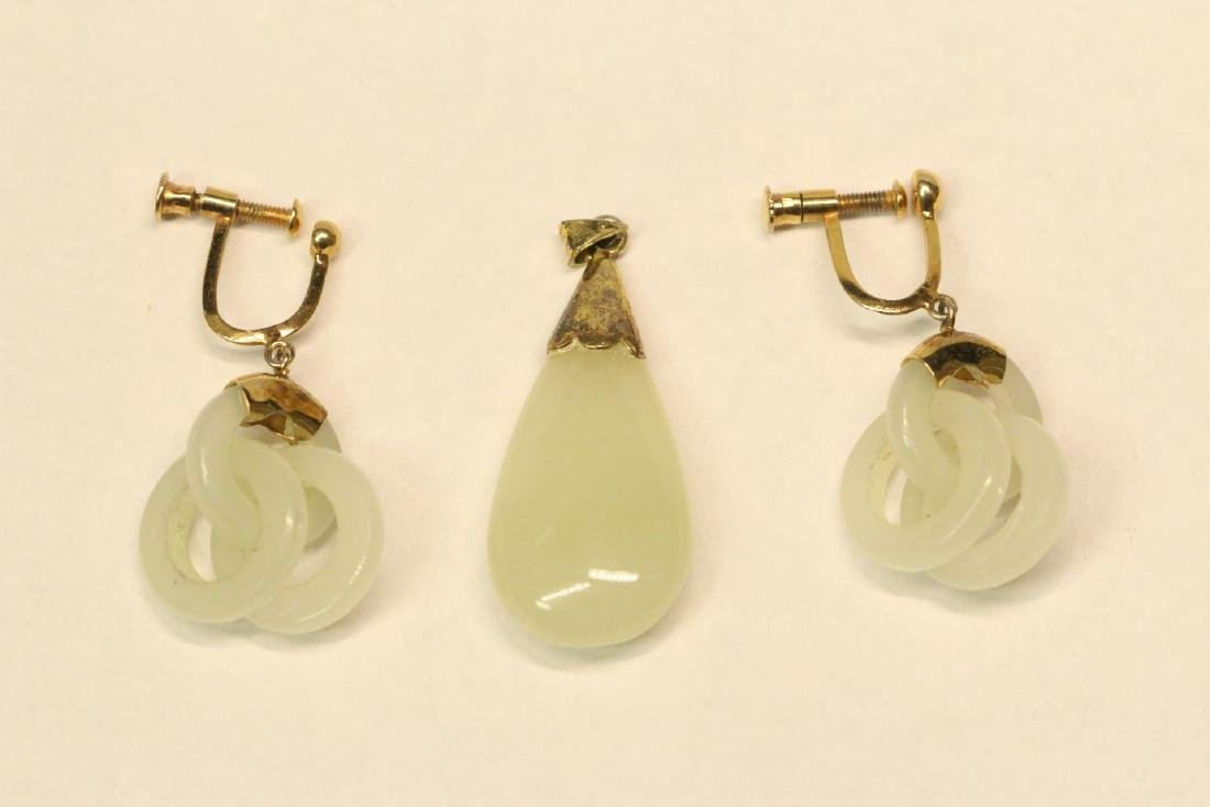 Pr jade earrings & a jade pendant with gilt silver