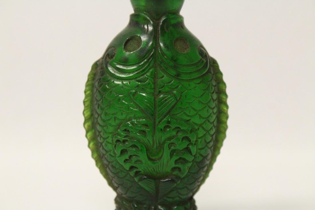A Peking glass snuff bottle with double fish motif - 2