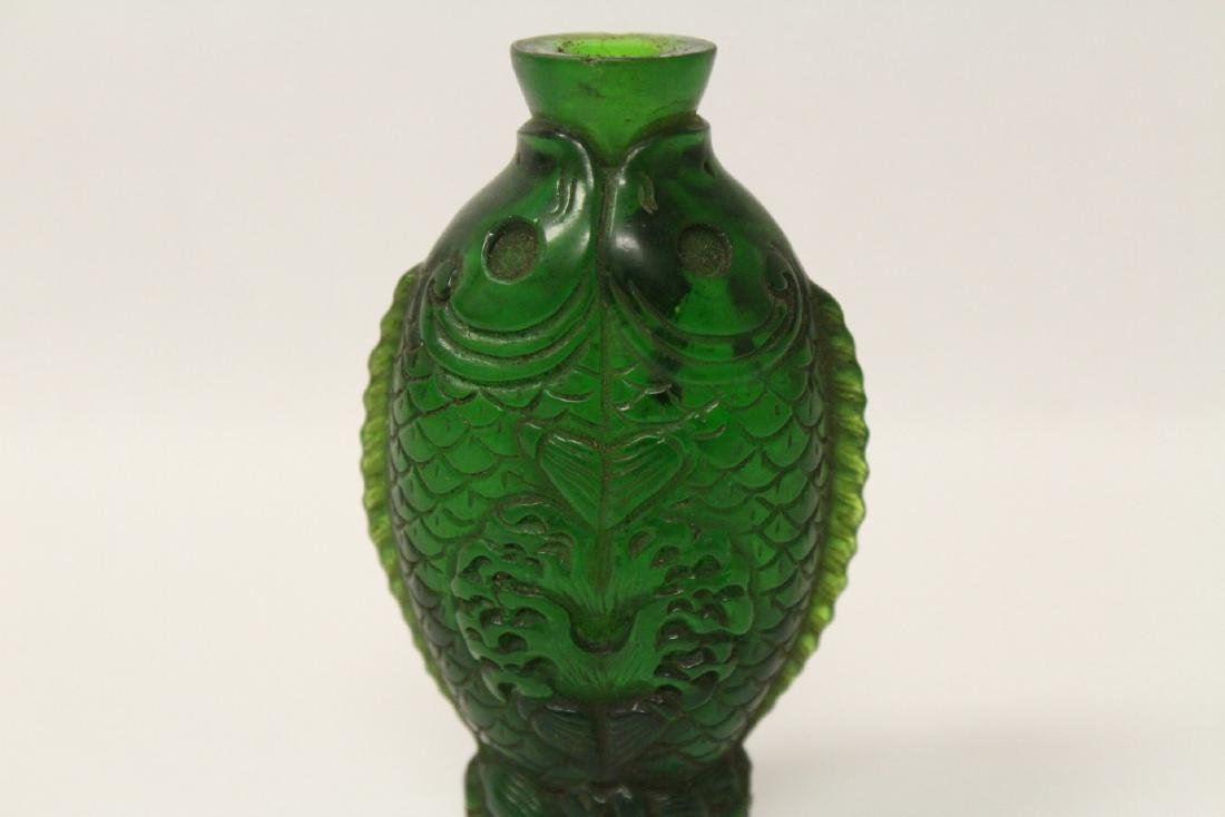 A Peking glass snuff bottle with double fish motif - 5