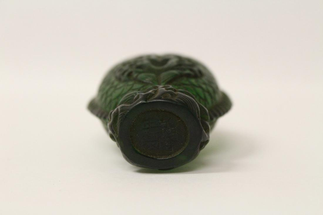 A Peking glass snuff bottle with double fish motif - 8