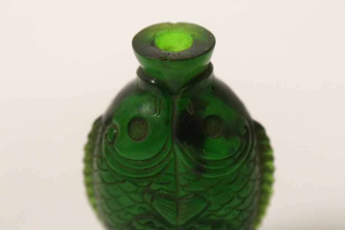 A Peking glass snuff bottle with double fish motif - 9