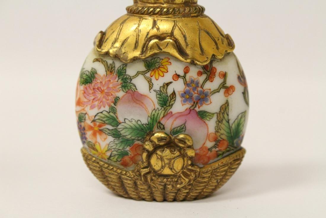 Unusual enamel on Peking glass snuff bottle - 2