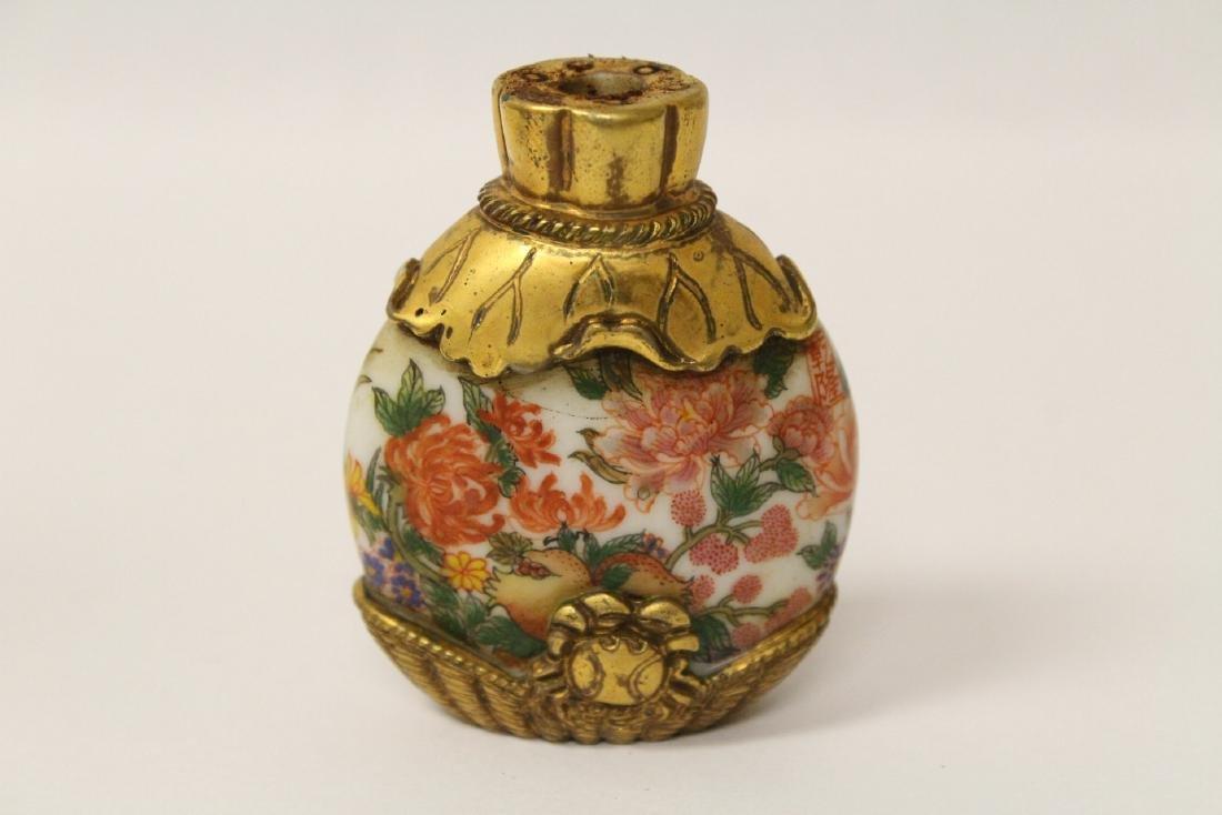 Unusual enamel on Peking glass snuff bottle - 4