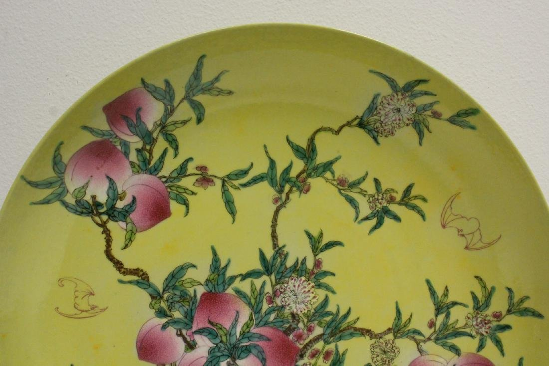 A large Chinese famille rose porcelain charger - 2