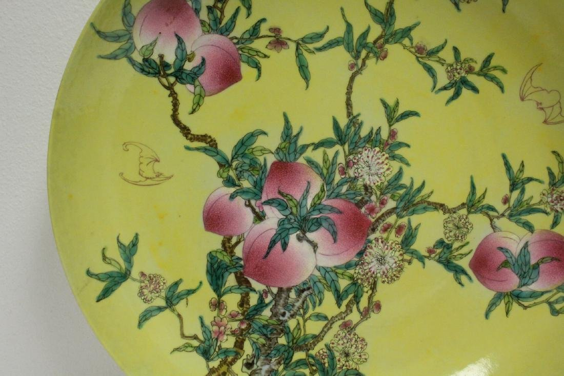 A large Chinese famille rose porcelain charger - 3