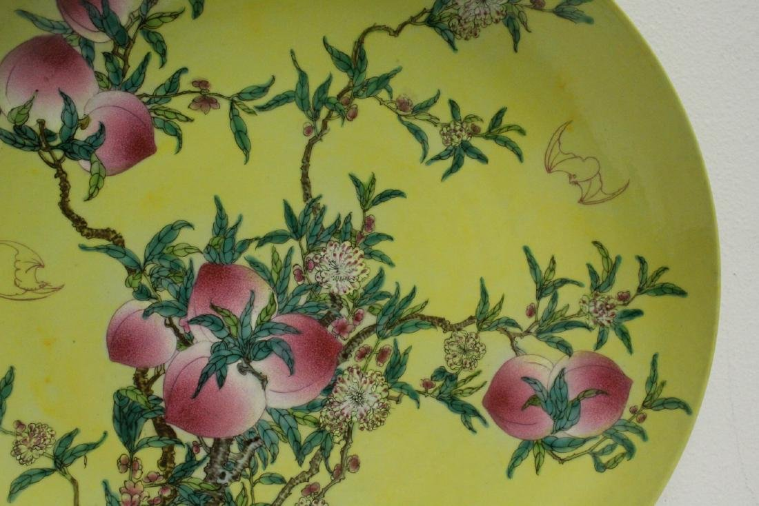 A large Chinese famille rose porcelain charger - 4