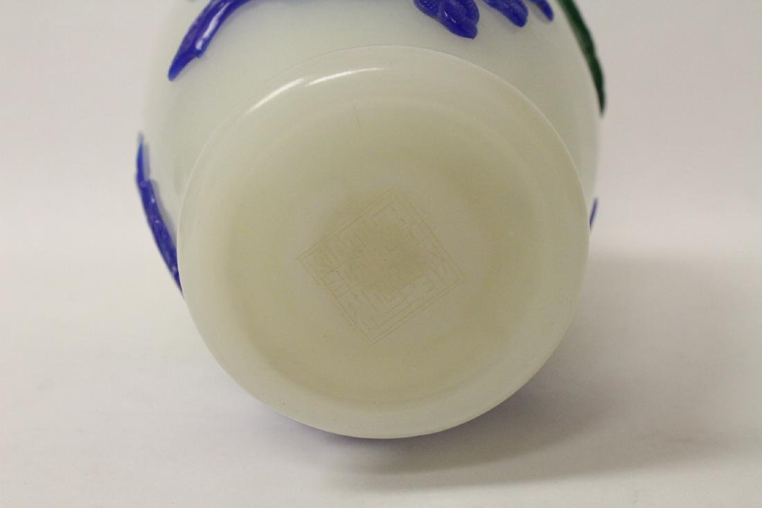 A beautiful Chinese overlay Peking glass vase - 9