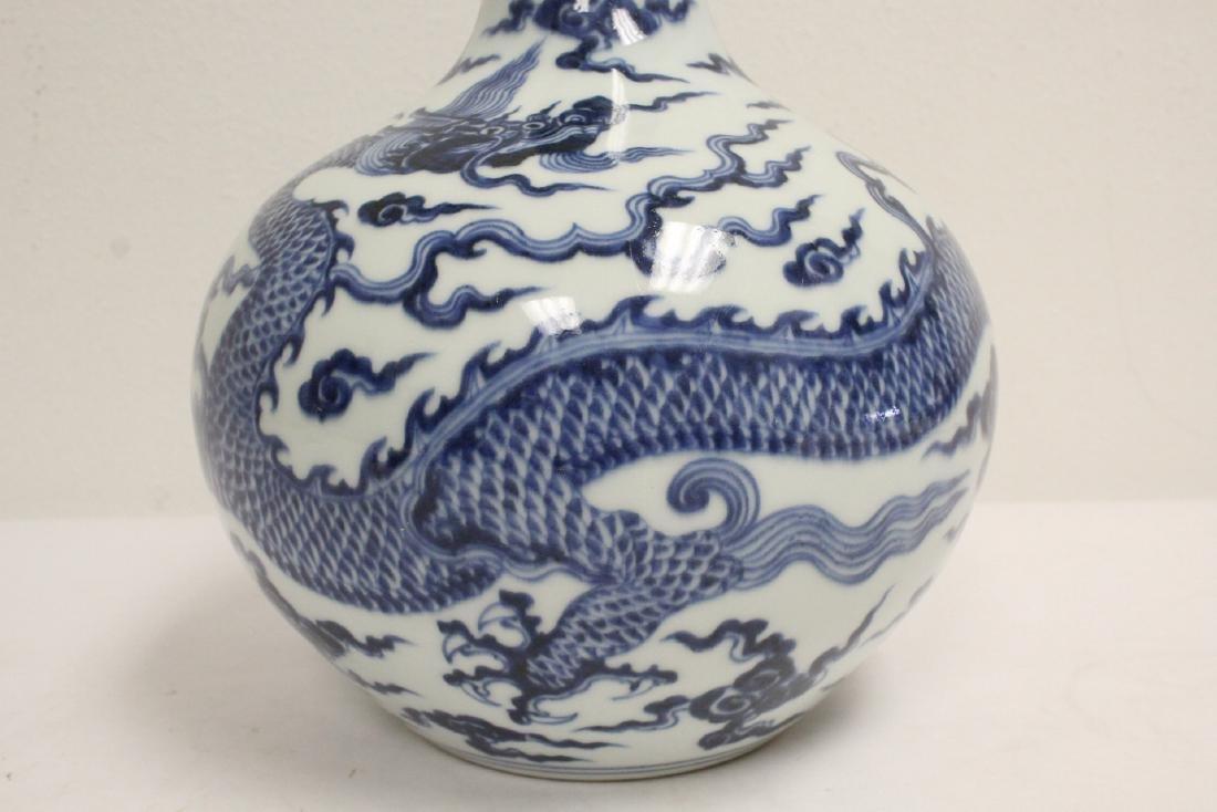 Chinese blue and white porcelain bottle vase - 7