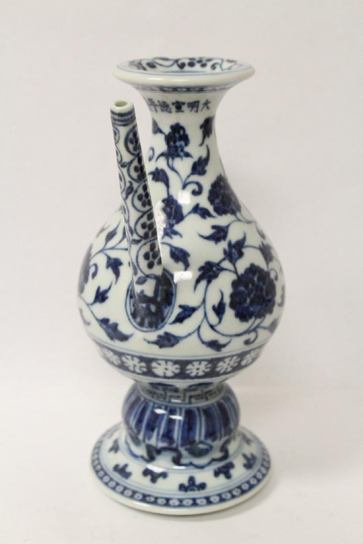 Chinese blue and white porcelain wine server - 2