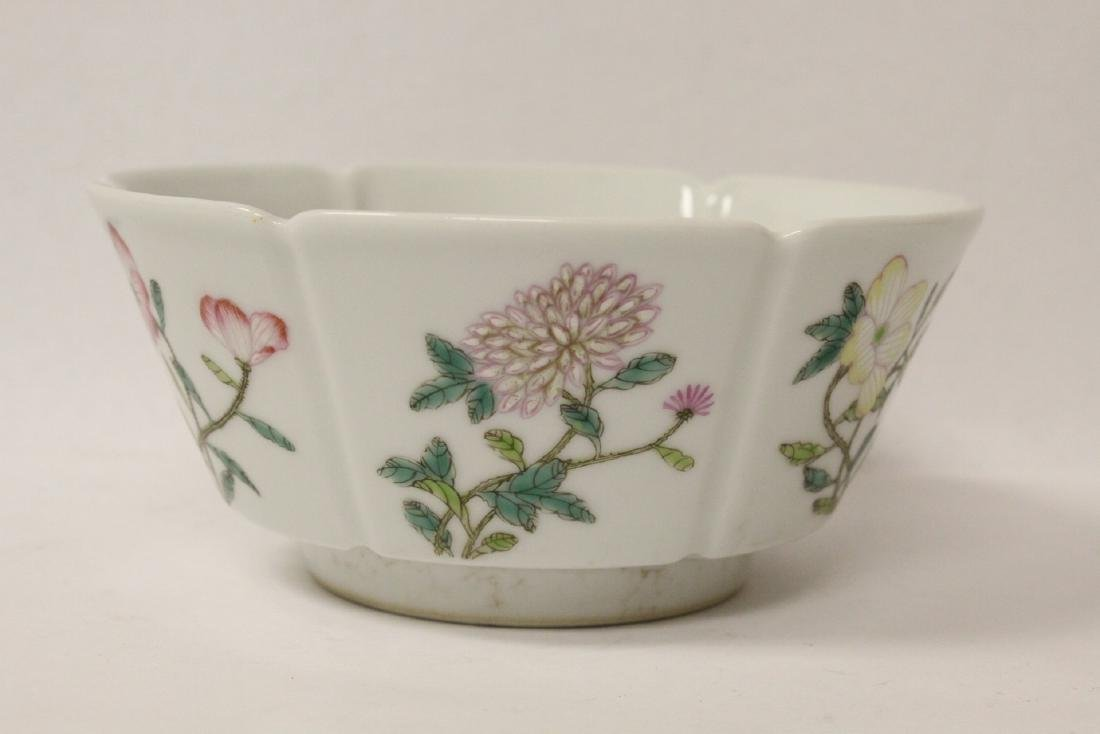 Famille rose porcelain bowl with fluted edge - 10