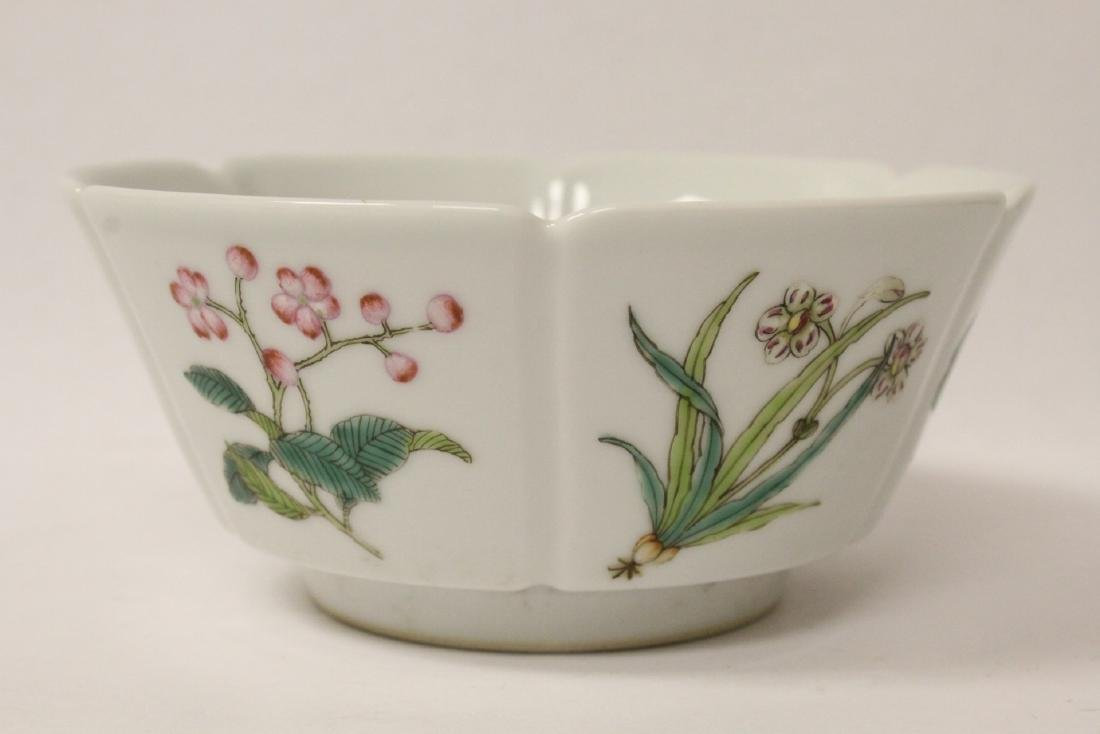 Famille rose porcelain bowl with fluted edge - 2