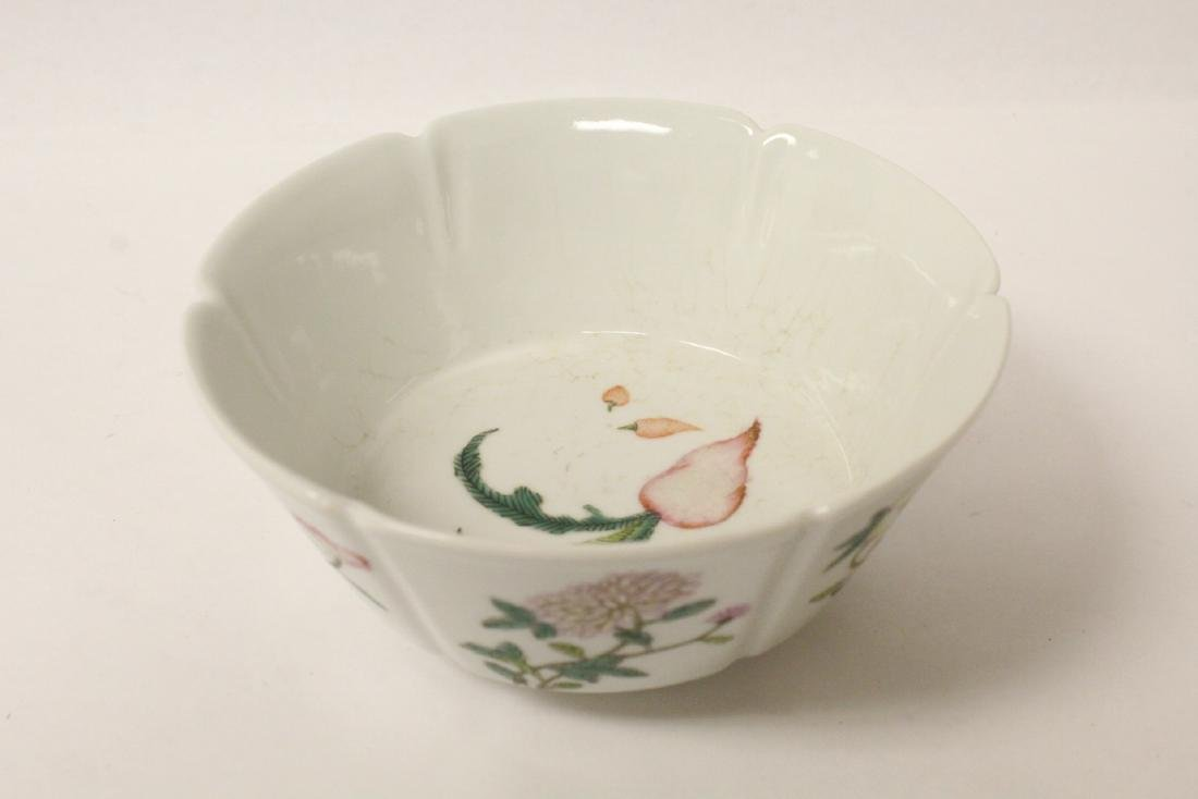Famille rose porcelain bowl with fluted edge - 5