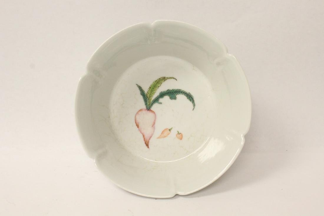 Famille rose porcelain bowl with fluted edge - 6