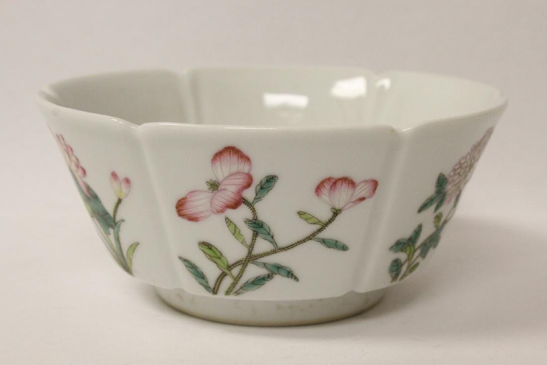 Famille rose porcelain bowl with fluted edge - 9