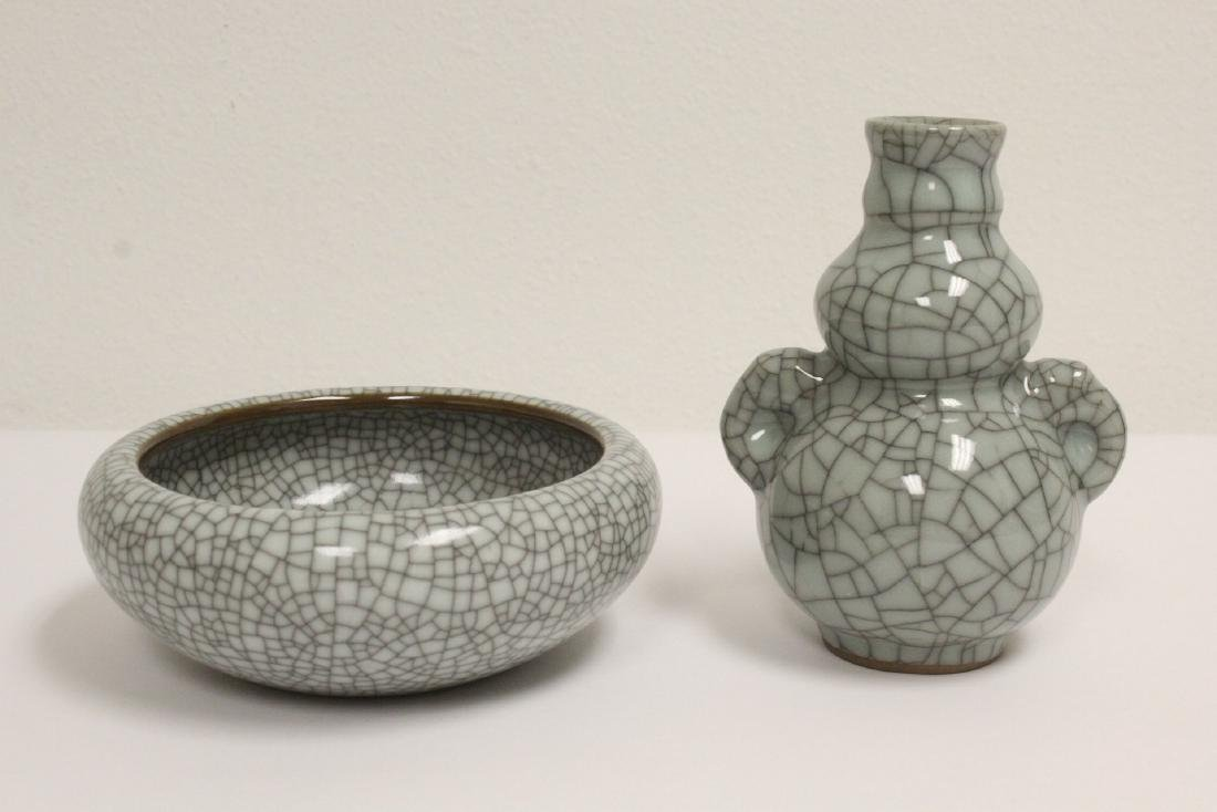 2 crackle porcelain pieces