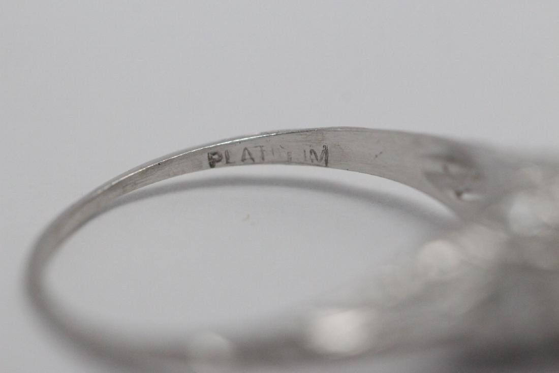 A beautiful art deco platinum diamond ring - 10