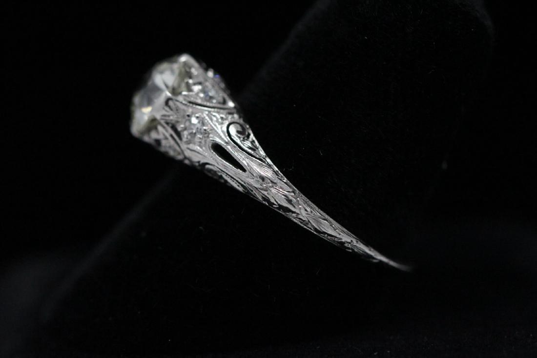 A beautiful art deco platinum diamond ring - 6
