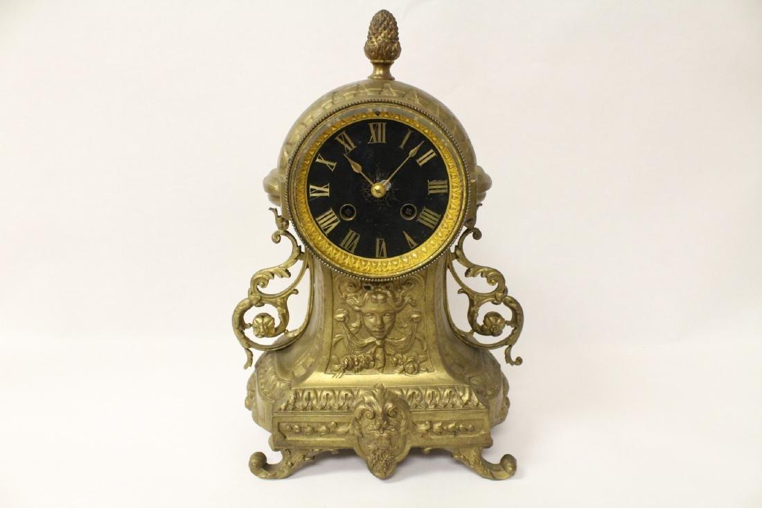 Key-wind table clock