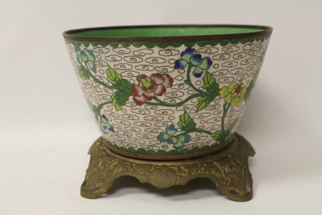 A cloisonne bowl decorated with jewels