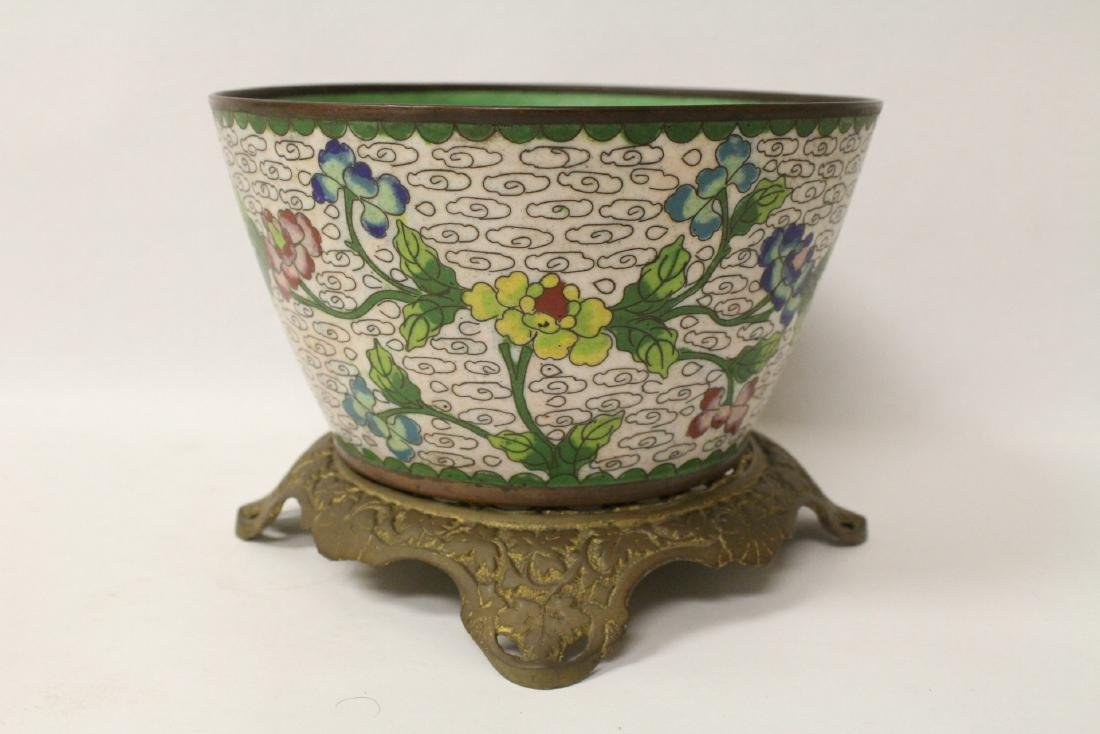 A cloisonne bowl decorated with jewels - 3