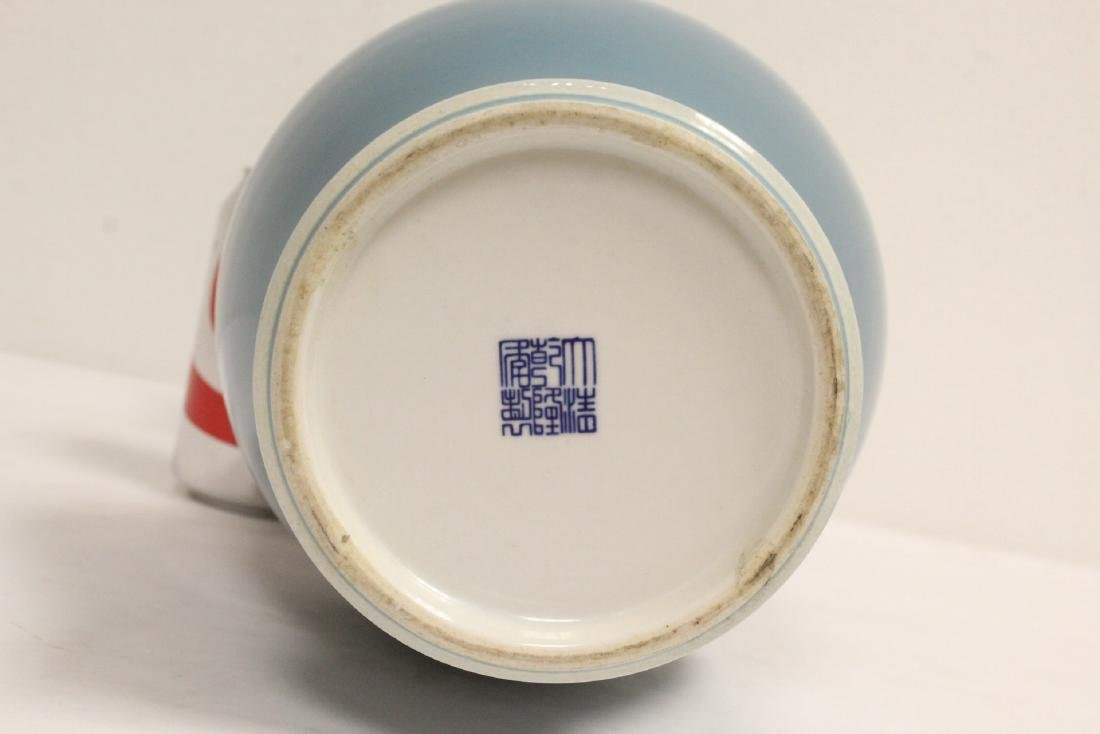 A Chinese blue glazed porcelain vase - 10