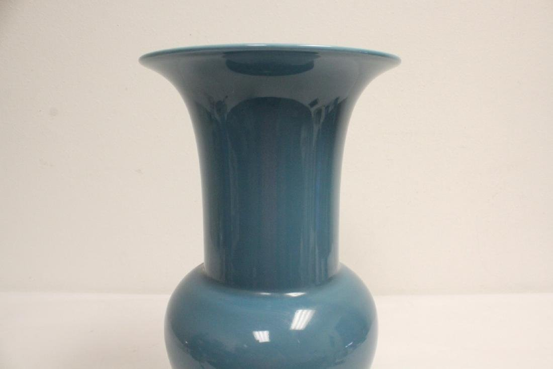 A Chinese blue glazed porcelain vase - 7