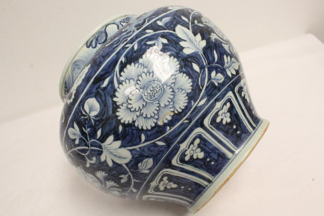 Large blue and white jar - 10